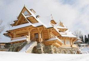 wooden-fairy-palace-in-poland-1