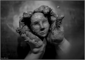 Бог-слепил-из-глины-человека