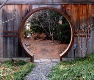 146 moon-gate
