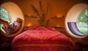 steve-areen-dome-bedroom-600x349