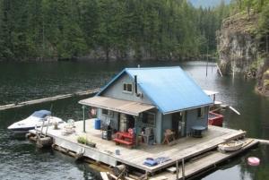smallcabin_floating_house