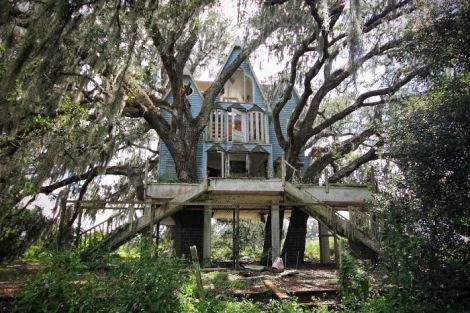 abandoned-victorian-treehouse-south-east-florida-usa
