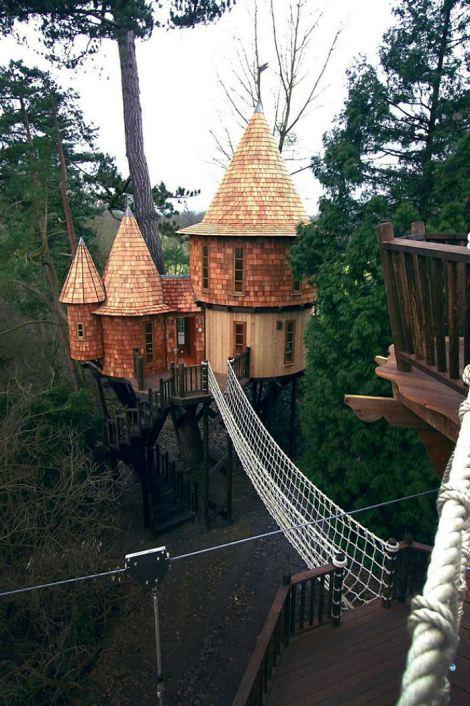 living-the-highlife-treehouse-in-uk