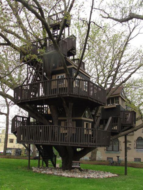st-louis-park-mn-historical-trucker-treehouse